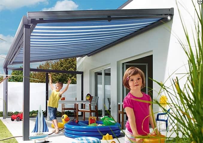 Beispiel: Unterglasmarkise beim Terrassendach (Foto: Lewens)